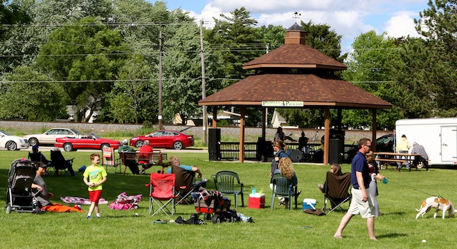 Salem Lakes music in the park kicks off