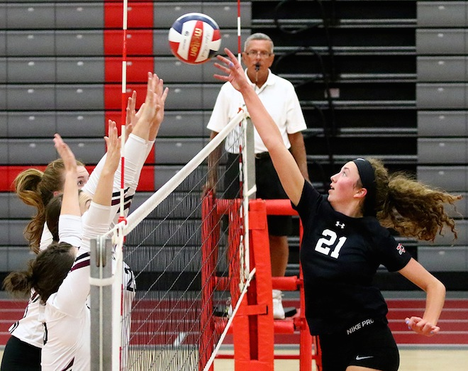 GIRLS VOLLEYBALL: Panthers win first SLC contest