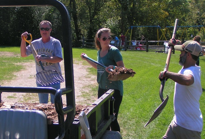 Hundreds of volunteers tackle Silver Lake Park